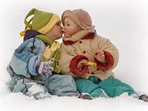 2 pierwszy pocałunek Fotografia Royalty Free