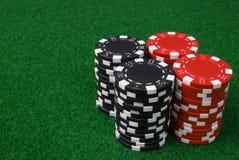 2 pilhas de microplaquetas de póquer Fotos de Stock Royalty Free