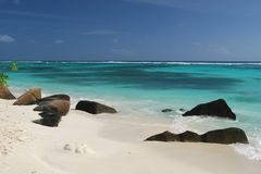 2 plage Seychelles tropicales photo stock