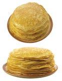 2 platen met pannekoeken op witte bac Stock Afbeeldingen
