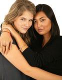 2 przytulanie przyjaciół Zdjęcia Stock