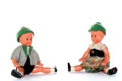 2 Puppen mit traditionellen europäischen Kleidern Stockbild