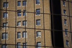 2 reflexionsfönster Arkivfoto