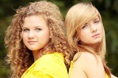 2 relaksująca nastoletnia kobieta Obraz Stock