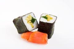 2 rodillos de sushi con los pescados Fotos de archivo libres de regalías