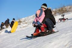 2 roliga höga sledding hastighet Arkivfoto
