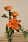 2 rozen en een Lelie Stock Foto's