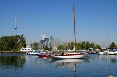 2 sailboats ΣΟ πύργος Στοκ φωτογραφίες με δικαίωμα ελεύθερης χρήσης