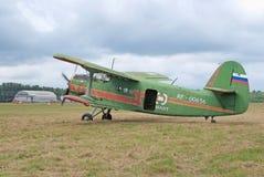 An-2 se coloca con el funcionamiento del motor Imagen de archivo