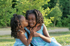 2 sisters. 2 beautiful african american sisters enjoying the outdorrs Royalty Free Stock Photos