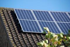 2 sol- inhemska paneler Arkivbilder