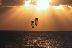 2 som kiteboarding Arkivbild