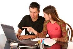 2 som tillsammans studerar Royaltyfri Foto