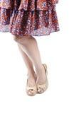 2 sundress сандалий платформы нося женщину Стоковые Изображения RF