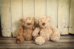 2 teddybears на древесине Стоковые Изображения RF