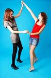 2 teen dansa flickor royaltyfri fotografi