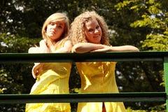 2 tienervrouw het ontspannen Royalty-vrije Stock Foto