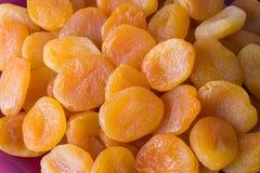 2 torkade aprikosar Fotografering för Bildbyråer