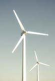 2 turbinas de viento Imágenes de archivo libres de regalías