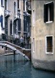 2 venetian tvärgator fotografering för bildbyråer