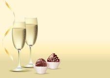 2 vidros do vinho e dos doces Fotos de Stock Royalty Free
