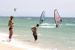 2 vindsurfar Fotografering för Bildbyråer