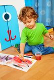 2 years old kid playing Royalty Free Stock Photos