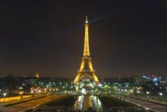 20埃菲尔・法国行军晚上巴黎塔 库存图片