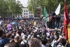 20 2010 mot bnp juni london samlar Arkivbild