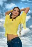 20-25 Jahre alte schöne reizvolle Frauenportrait an O Stockfotos