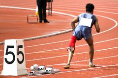 200 medidores dos homens competem para pessoas incapacitadas foto de stock
