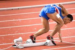 200 tester degli uomini corrono per le persone invalide Fotografia Stock