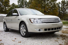 2008年Ford Taurus四开门轿车 库存照片
