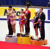 2009年瓷杯子形象配对指挥台滑冰 库存图片