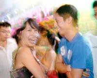 2010对运行城市夫妇跳舞 免版税库存图片