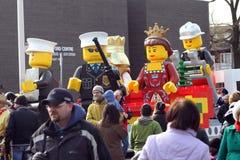 2010年克劳斯浮动lego游行圣诞老人多伦多 图库摄影