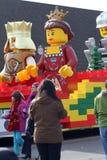 2010年克劳斯浮动lego游行圣诞老人多伦多 免版税库存图片