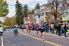 2010年波士顿马拉松参与者 库存照片