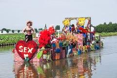 2010年浮动的花游行westland 库存图片
