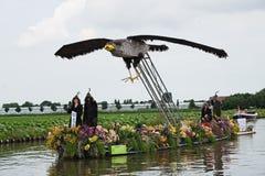 2010年浮动的花游行westland 库存照片