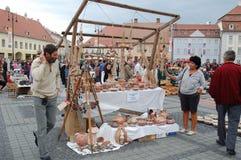 2010 однолетн выходит гончарню вышед на рынок на рынок sibiu Стоковая Фотография RF