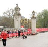 2010年伦敦马拉松轮椅赢利地区 免版税库存图片