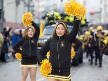 2010年狂欢节啦啦队员游行街道 库存照片