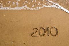 2010 auf dem Sand Stockfoto