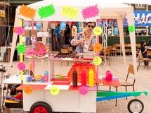 2010 cargador del programa inicial del coche del arte justo, carril del ladrillo, Londres Fotos de archivo libres de regalías