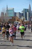 2010 corredores de maratona de NYC Fotos de Stock