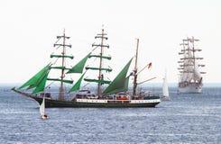 2010 historiska högväxt regattahavsships Arkivbild