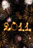 2010 ont effectué des étincelles et des feux d'artifice verticaux Image libre de droits