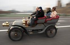 2011年布赖顿汽车伦敦运行到退伍军人 库存图片