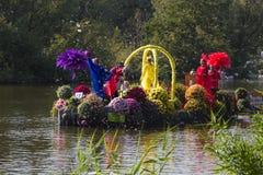 2011年浮动的花游行westland 库存图片